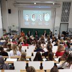 Welche Erfahrungen machen Frauen in juristischen Top-Positionen?